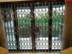 Sliding Stainless Steel Collapsible Gate, For Residential,Home and Office