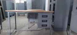 Retal Standard Mild Steel Table With 3 Drawer, Size: 2X4