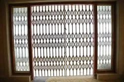Sliding Mild Steel MS Collapsible Gate, For Home