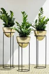 Round Metal Planter With Stand