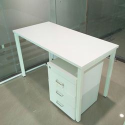 Plywood White Desking Table with Pedestal