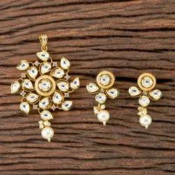 Gold Plated Kundan Classic Pendant Set 300265