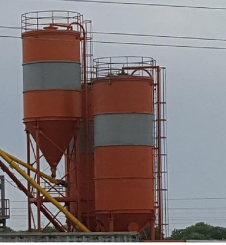 Mobile Storage Tank For Powders And Liquids