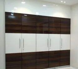 Wooden Wardrobe, Features: Standard