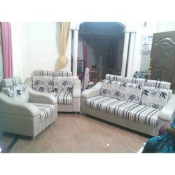 Wood (Frame) Daniels Furniture Living Room Sofa Set, Seating Capacity: 6 Seater, Cushion Back