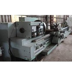 Used & Old 5.6 Meter TOS Lathe Machine