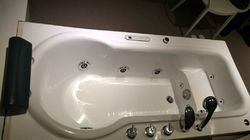 Plain Rectangular White Acrylic Jacuzzi