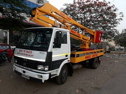 Sky Lift - Truck Lifts Manufacturer from Ghaziabad