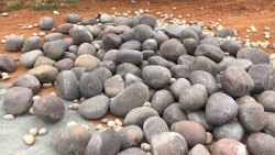 Brown Pebble Stone River Pebbles, For Landscaping, Dimensions: 20-80