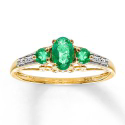 Yellow Gold Natural Emerald Rings