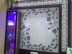 Lacquered Glass With Design