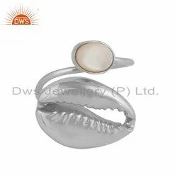 Mother of Pearl Gemstone Cowrie Design Silver Ring