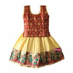 f4a10659e46d48 Multicolor Lakshana Trendy Pattu Pavadai