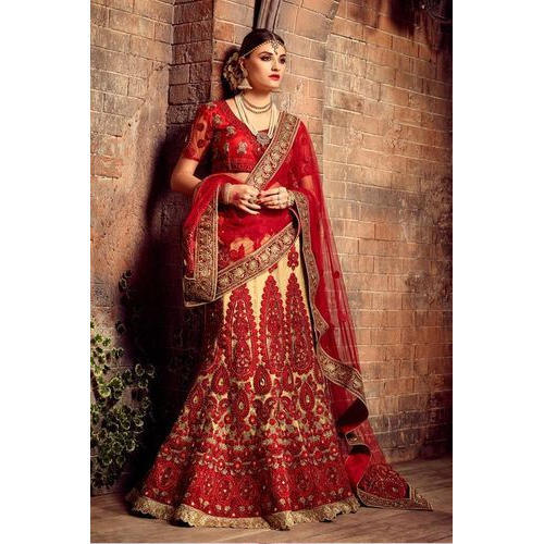 f9b4d724ff Bridal Lehenga Choli at Rs 6000 /piece | दुल्हन का ...