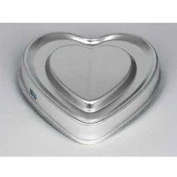 Bordered Decker Heart Cake Pans