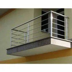 Bar Silver 3 Feet Stainless Steel Balcony Railing, For Home, Mounting Type: Floor