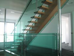 Saint Gobian/Modi/Aashai Clear Toughen Tempered Glass, Shape: Curve