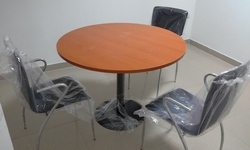 Modern Brown Round Discussion Table, Seating Capacity: 3, Warranty: 1 Year