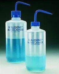 Plastic Dispenser Pump Autoclavable Squeeze Bottles, For Chemical Laboratory, Capacity: 500 Ml - 1 Lt