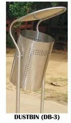 MOFNA, Mirror Finish SS Out Door Dustbin, Capacity: 30, Size: 470x300x1147mm