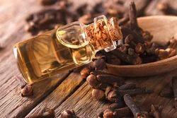 Clove Oil for Pharmaceutical, Packaging Type: 5 kg