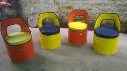 黄色和橙色的鼓椅