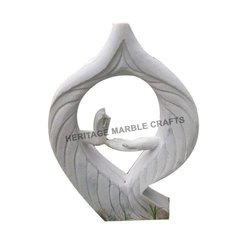 White Marble Garden Article, Size: 18 x 30 Inch