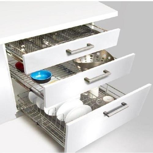 3 Pull Out Drawers