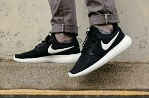 pick up 2895e 0a628 Low Ankle Shoes Black White Nike Roshe Shoes, Size  Uk In 7