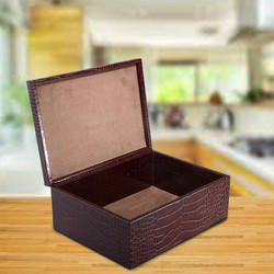 Create scotch-whisky miniatures gift set with Leather Storage case – brown