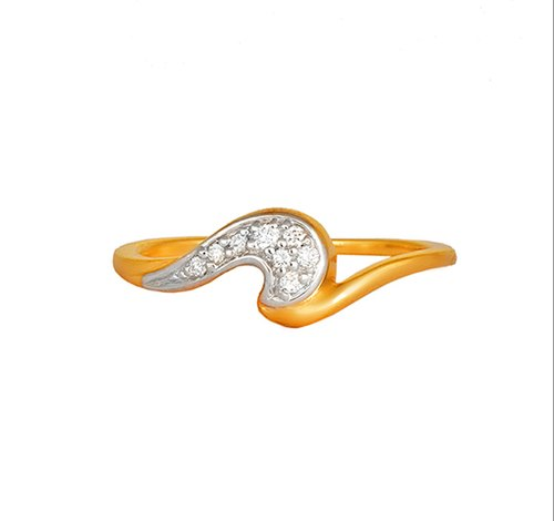 64bfba7cbff9e Tanishq 18kt Yellow Gold Diamond Finger Ring With Wave Design