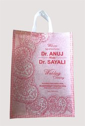 Ujwal印花无纺布礼品袋,尺寸:12 X 18 X 3英寸