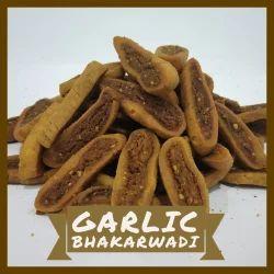 Munchin Garlic Bhakarwadi Namkeen And Snacks, Packaging Type: Packet, Packaging Size: 200 Gm