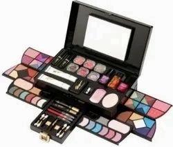 Pearl Professional Makeup Kit