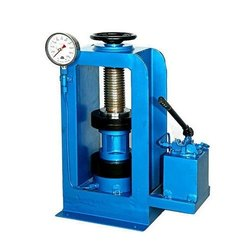 Hydraulic Cube Testing Machines, Packaging Type: Wooden, Capacity: 1000 Kn