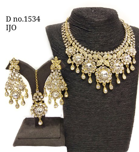 Fancy Charm Crystal Necklace Set Dno1534