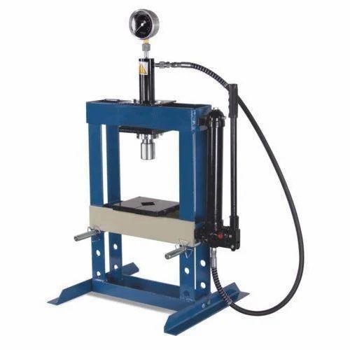 Swaraj Machinery Makers - Manufacturer of Lathe Machine