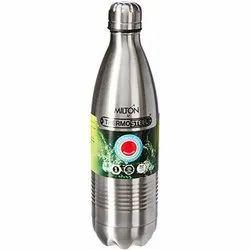 热钢和损坏瓶子