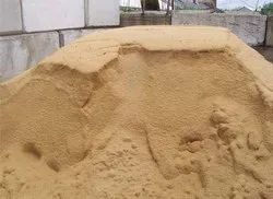 Pale yellow River Sand, Packaging Type: Truck, Packaging Size: 600 Cubic Feet