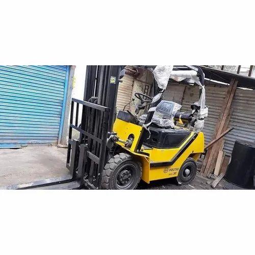 Voltas Diesel Forklift Rental Service, Capacity: 2.5 ton