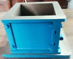 Iron ISI Cube Mould