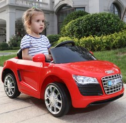 在汽车上的红色骑