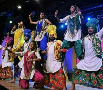 Punjabi Bhangra Group Dance For Wedding Party