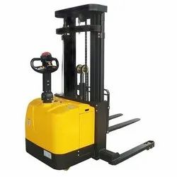Fully Electric / Battery Stacker