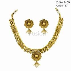 Traditional Gold Toned Kundan Necklace Set