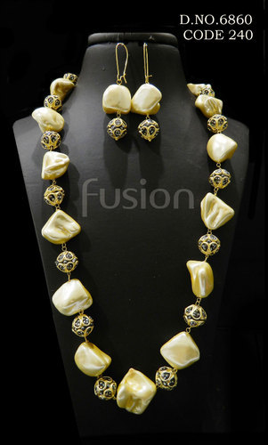 Fusion Baroque Pearl Beaded Necklace Set