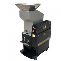 Automatic Plastic Bottle Crusher Machine, Capacity: 200 kg per hour