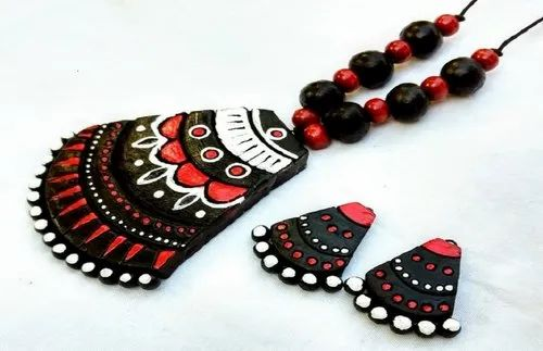 Black & Red Hand Made Printed Srivari Dazzling Queen Jewellery