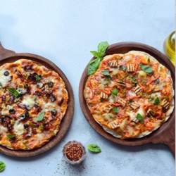 Tabasco And BBQ Paneer Pizza