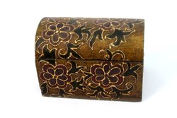 Vintage Decor Beautiful Hand Painted Wooden Box vintage collectible. G62-190